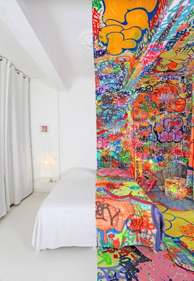 panic-room- hotel