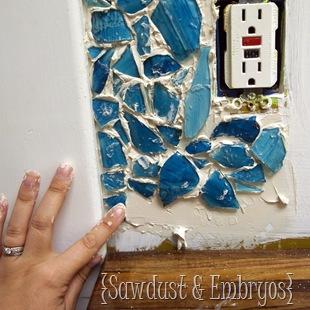 decoracao de parede com cacos de vidro e massa corrida 7