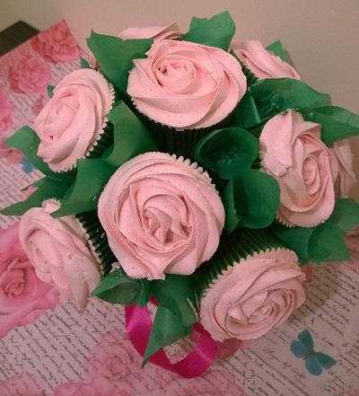 buque-de-rosas-de-cupcake 04