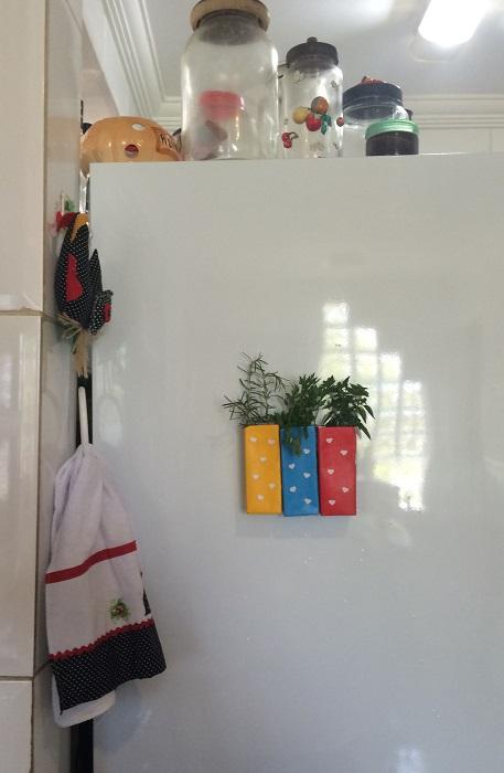 vasinhos de ervas com caixas de suco (10)