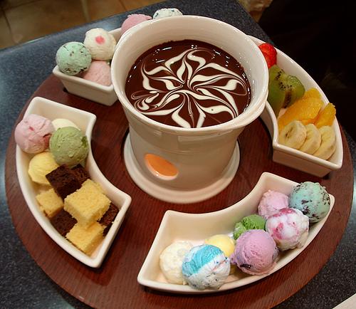 fondue de sorvete com calda de chocolate 03