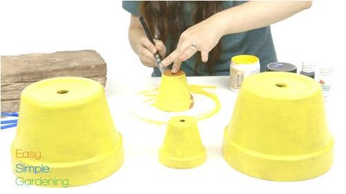 como fazer um minion usando vasos de plantas 02