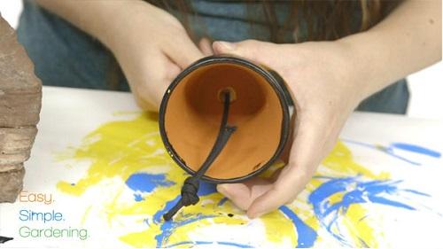como fazer um minion com vasos de plantas 04